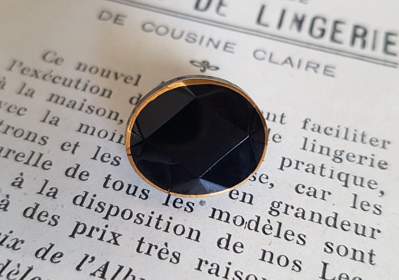 画像1: フランスアンティーク フレンチジェットボタン オーバル 13mm (1)