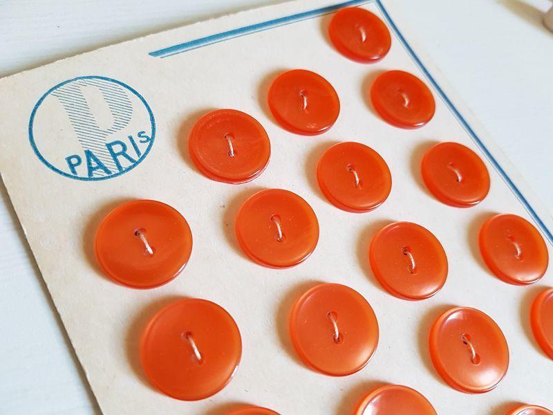 画像1: ヴィンテージ レトロポップなボタンシート オレンジ (1)