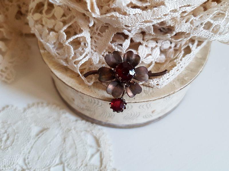 画像1: アンティーク お花のブローチ (1)