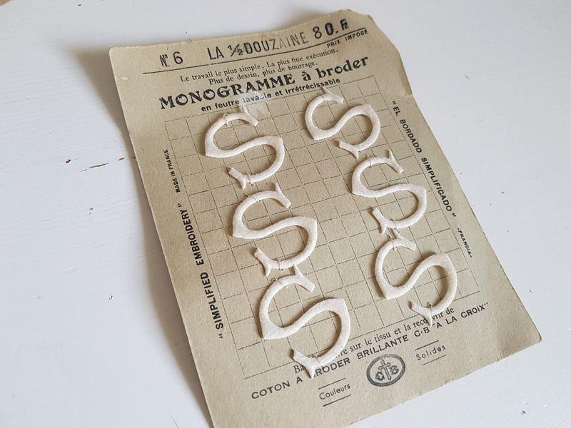 画像1: フランスアンティーク カルティエ=ブレッソン刺繍用モノグラムシート「S」 (1)