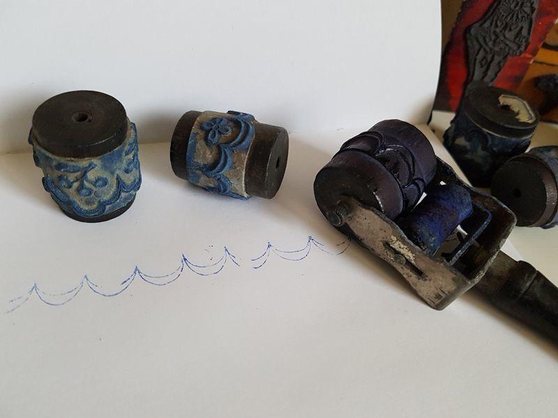 画像1: フランスアンティーク 刺繍用ローラースタンプ (1)