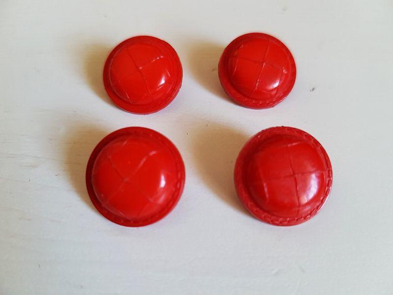 画像1: フランスヴィンテージ 赤いくるみボタン13mm 4個セット (1)