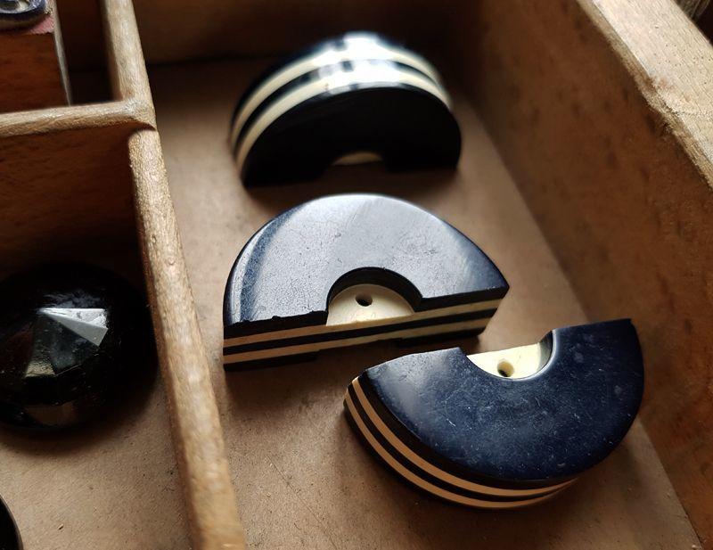 画像1: フランスアンティーク 半円形アールデコボタン 33mm 3個セット (1)