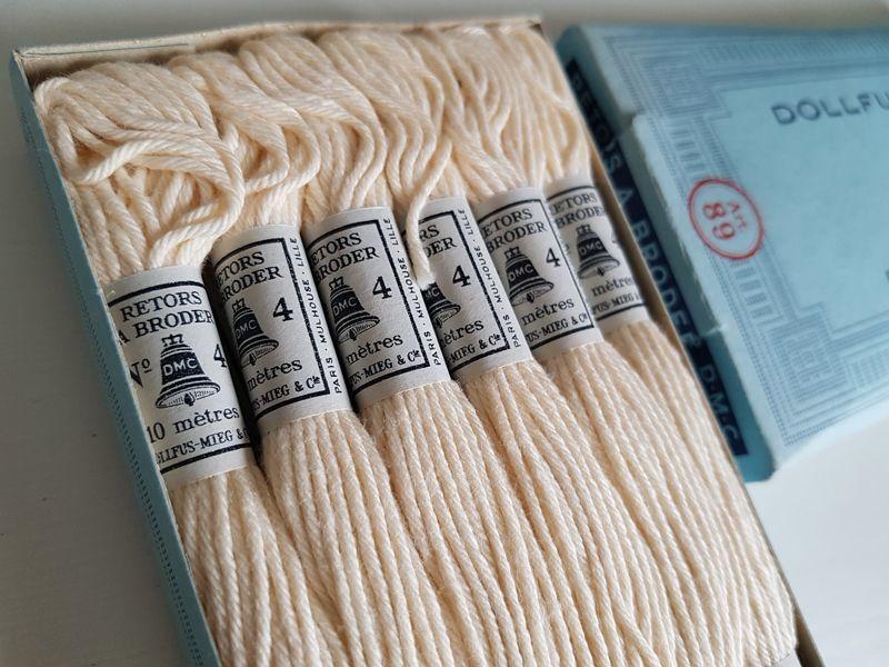 画像1: フランスヴィンテージ DMC刺繍糸No.4 エクリュ12本セット (1)