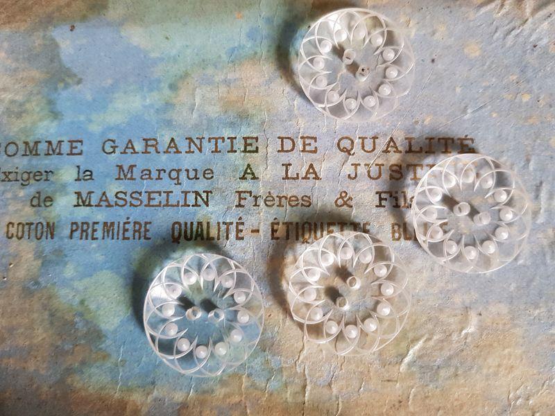 画像1: フランスヴィンテージ ルーサイトボタン22mm 4個セット (1)
