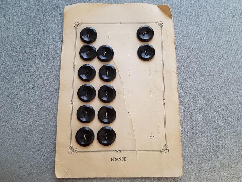 画像1: フランスアンティーク シックなNoirのボタンシート 22mm (1)