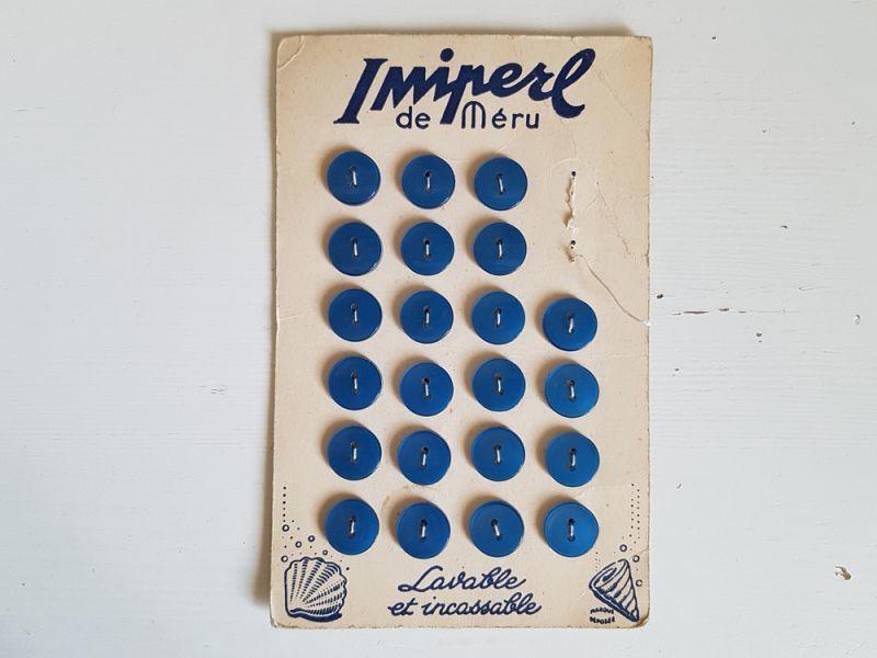 画像1: フランスヴィンテージ 青いプラスティックボタンシート Imiperl de Méru 14mm (1)