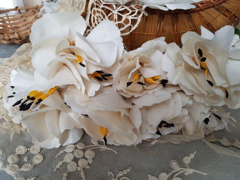 画像1: フランスアンティーク 布花ブーケ 黄色いガクの大きめの花 (1)