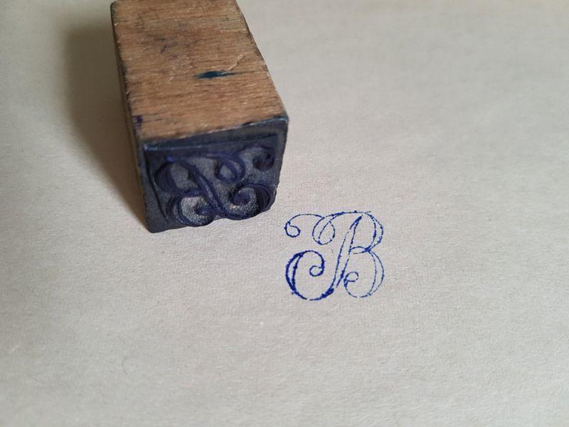 画像1: フランスアンティーク 刺繍用イニシャルスタンプ B petit (1)
