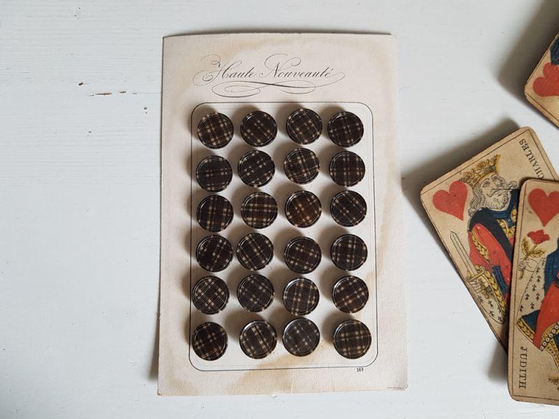 画像1: フランスアンティーク コロゾのチェック柄ボタンシート13mm (1)