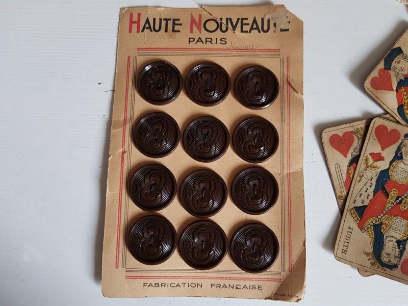 画像1: フランスヴィンテージ チョコレートみたいなボタンシート27mm (1)