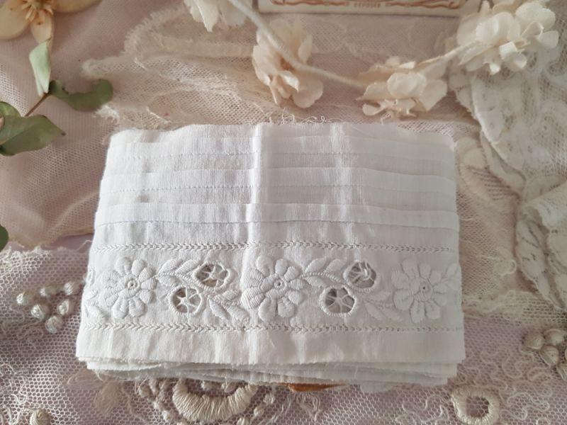 画像1: フランスアンティーク プリサ―ジュと白糸刺繍の端切れ 215cm (1)