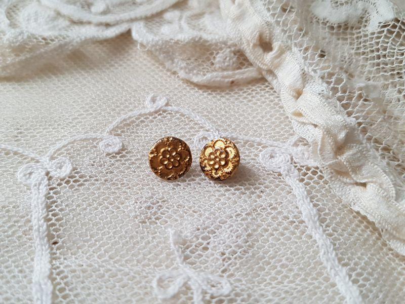 画像1: フランスアンティーク ドール用お花の真鍮ボタン 8mm (1)