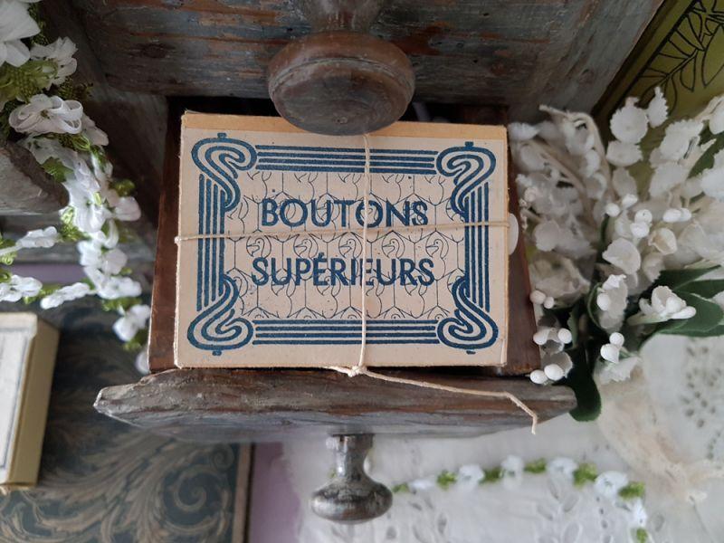 画像1: フランスアンティーク ミルクガラスボタン箱 BOUTONS SUPÉRIEURS (1)