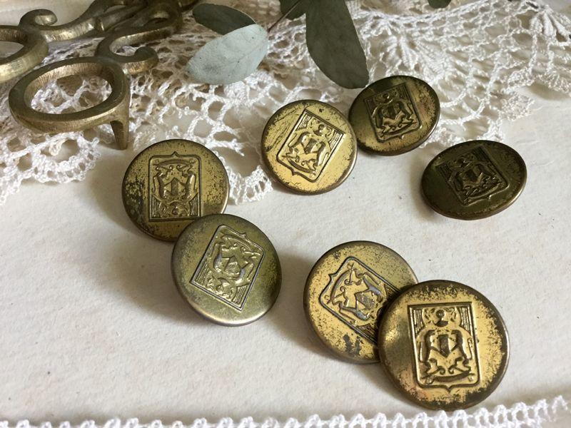画像1: ヴィンテージ 紋章系ゴールドメタルボタン 23mm (1)