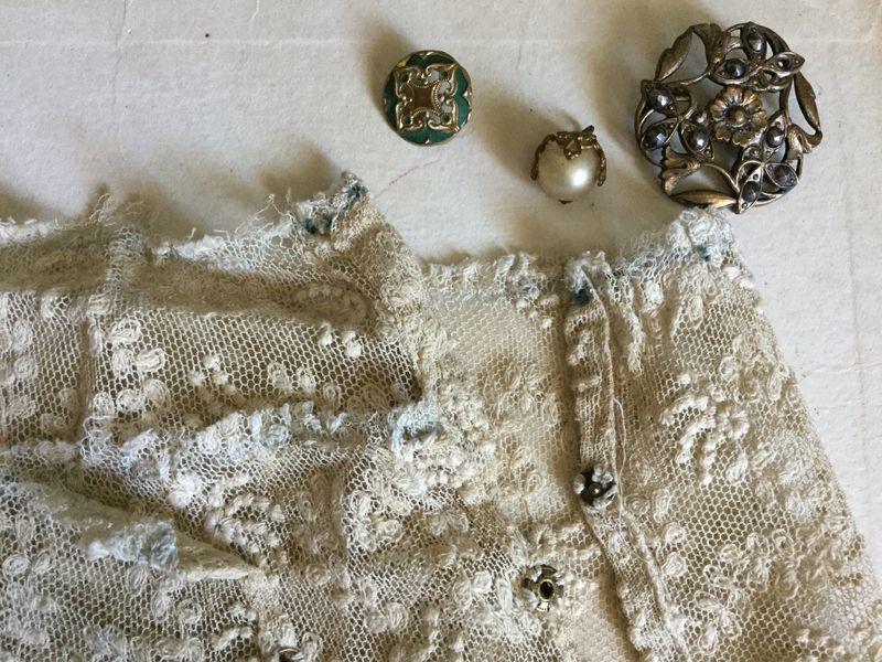 画像1: アンティーク チュール刺繍レースのお袖セット (1)