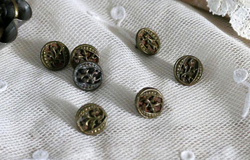 画像1: フランスアンティーク 1930年代 ちいさな型抜きメタルボタン 11mm (1)