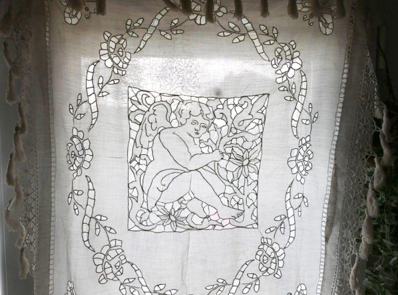画像1: フランスアンティーク 天使のリシュリュー手刺繍ナップ (1)