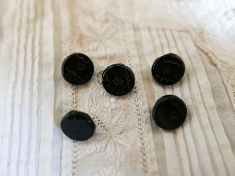 画像1: フランスアンティーク 1900年代フレンチジェットボタン ハンドペイント花 12mm (1)