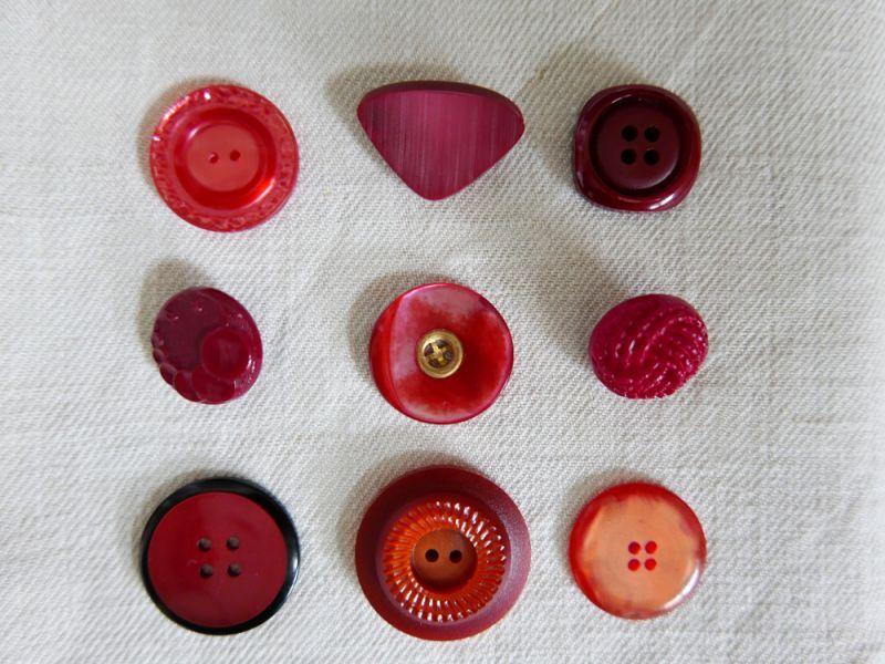画像1: フランスヴィンテージ 赤いボタンセット (1)